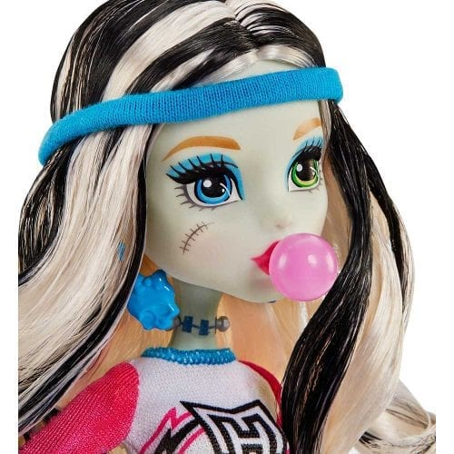 Set-de-Joaca-Vestiarul-Monster-High-si-Papusa-Frankie-Stein-8