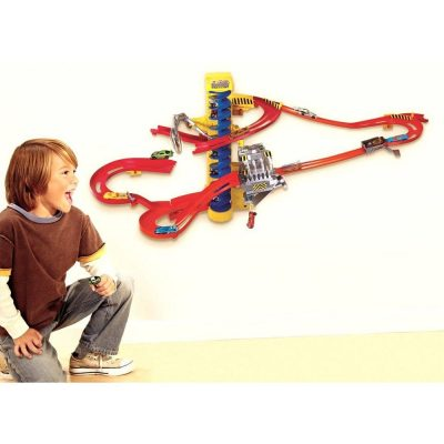 Hot Wheels Pista de Perete Cad si Demolez