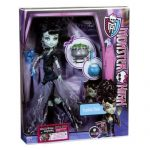 Papusa Monster High Frankie Stein 4